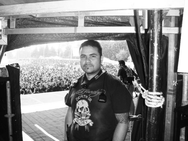 Foto: Andrés Albornoz durante la producción de Iron Maiden en su primera visita a Colombia