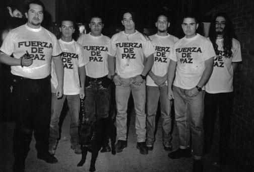 Foto: Andrés Albornoz (2do de der a izq) y algunos integrantes de 'Fuerza de Paz' en sus comienzos.